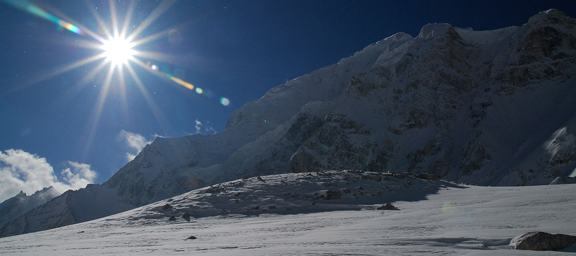 manaslu trek weather
