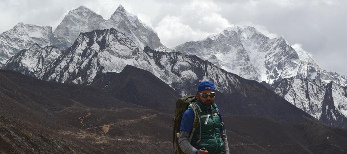 hiring a guide for everest base camp trek